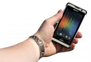 Nautiz-X1-ultra-rugged-smartphone-IP67-in-hand